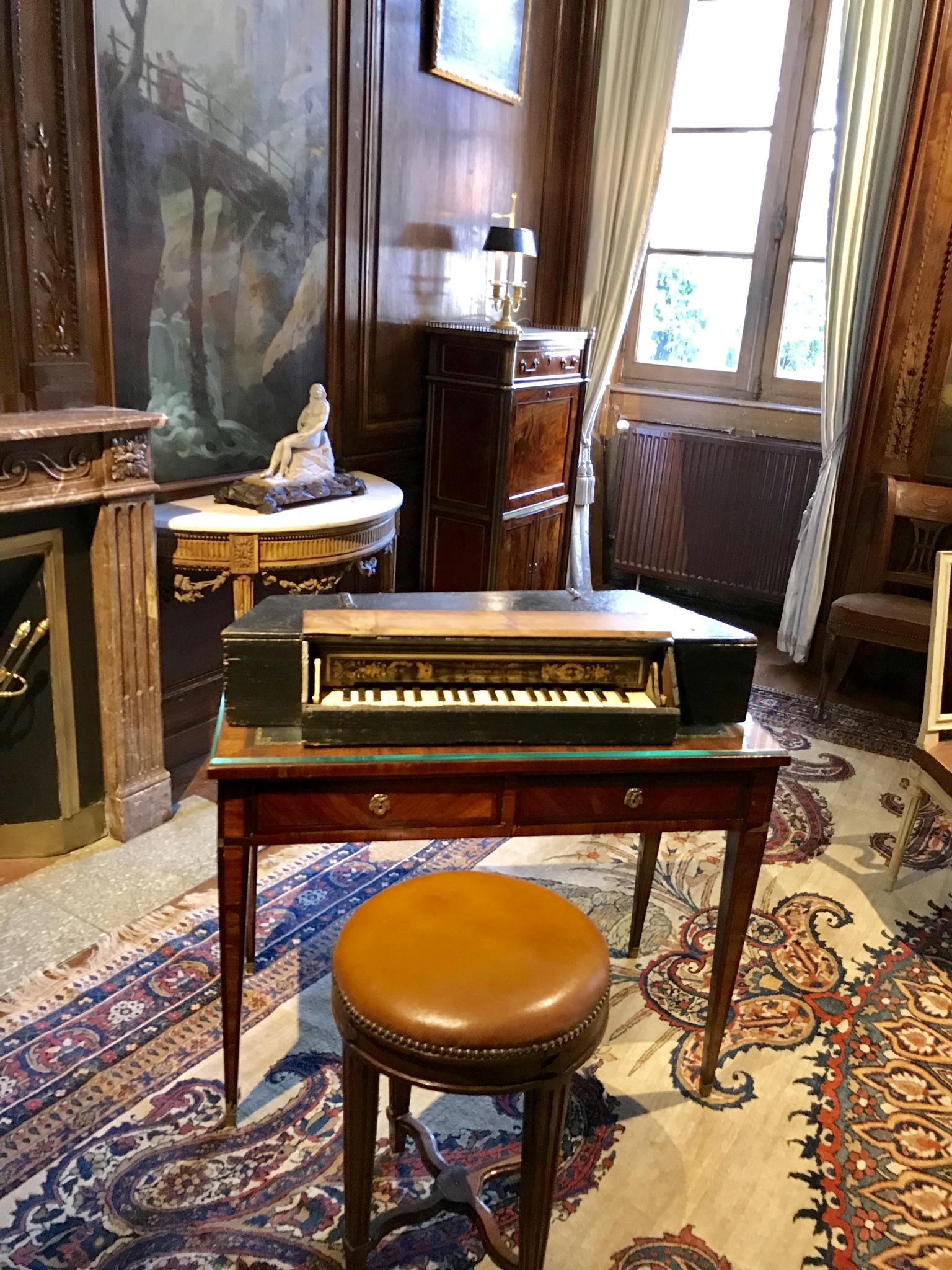Château de Laàs salon de musique musée Serbat